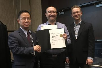 ECE professor Purang Abolmaesumi accepting the runner up prize for the Siemens Young Investigator Award at SPIE Medical Imaging 2018 conference.
